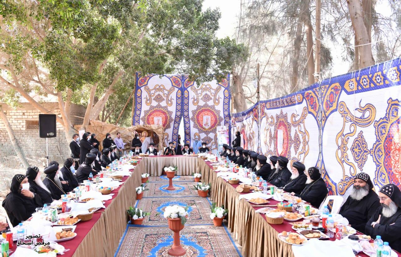 قداسة البابا يلتقي أحبار الكنيسة في دير السريان على مائدة إفطار